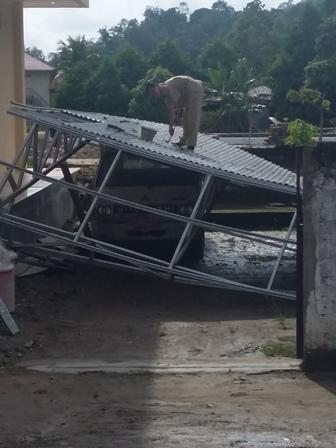 Angin Kencang dan Hujan Lebat Merusak Bangunan